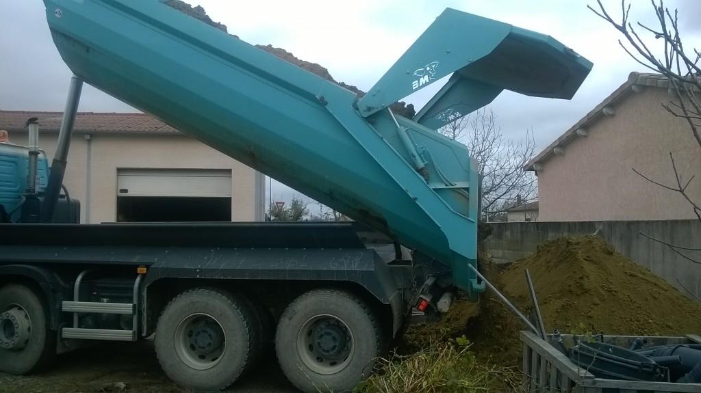 Transport de terre végétale avec camion 6 x 4
